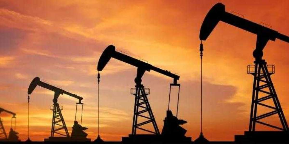 What the Oil Market Says About Bitcoin's 'Safe Haven' Status